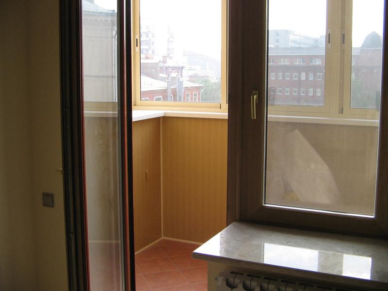 Фотографии остекления и отделки балконов и лоджий.